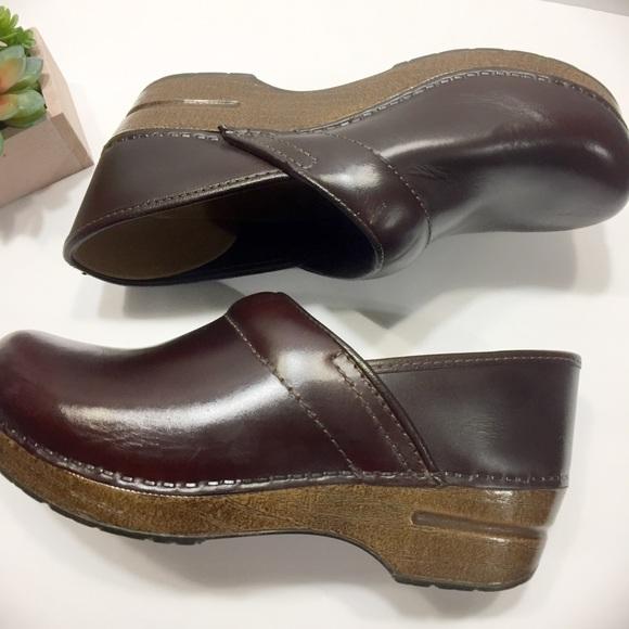 1e828b27ba827 Dansko Professional Leather Brown Clogs Size 39
